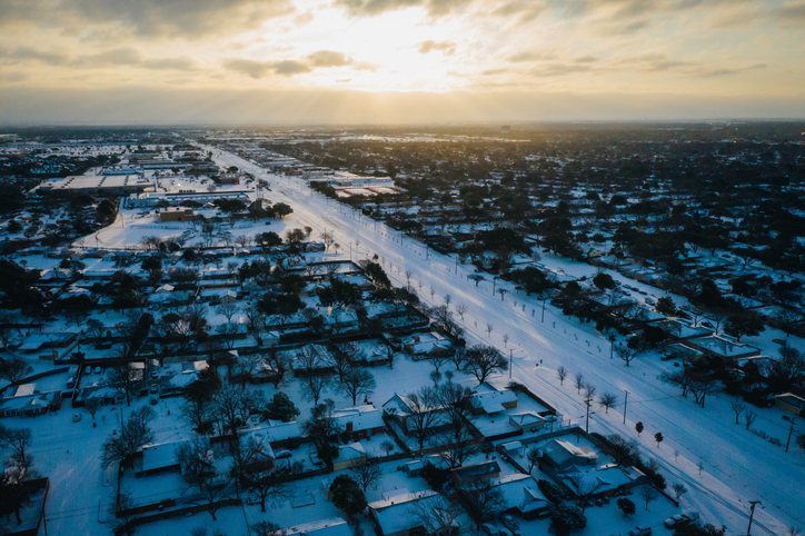 Historic Dallas Winter Storm Blankets Suburbs in Snow