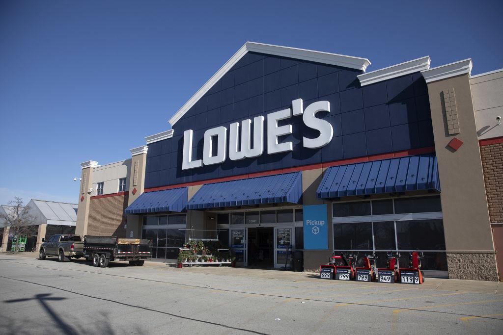 A Lowe's Store Ahead Of Earnings Figures